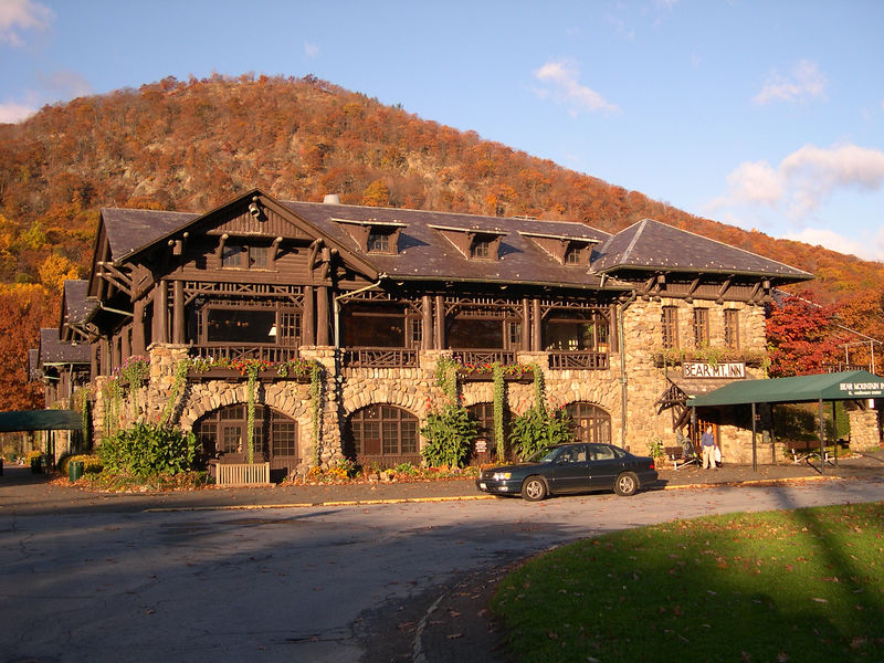 The Bear Mountain Inn with its namesake in the background