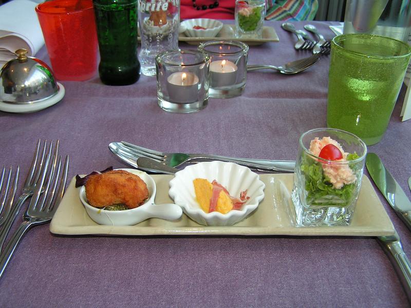 """Proevertje van de chef"" Calamares-fritti, Wortel-bavarois, Kingkrab-slaatje (Markt-menu 2009-08-13)"
