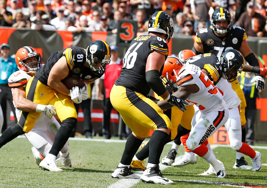. Pittsburgh Steelers tight end Jesse James (81) runs into the end zone for a touchdown during the second half of an NFL football game against the Cleveland Browns, Sunday, Sept. 10, 2017, in Cleveland. (AP Photo/Ron Schwane)