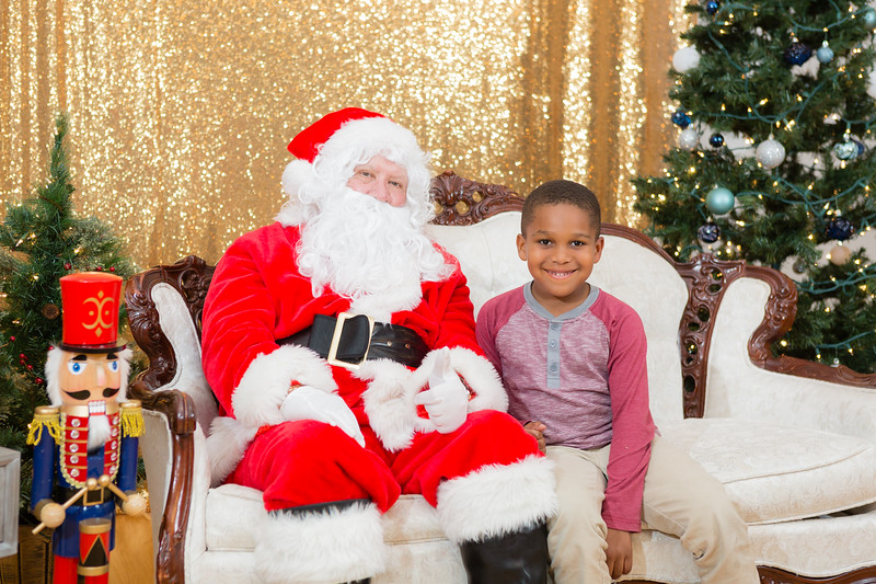 FADS Picture with Santa-359.jpg