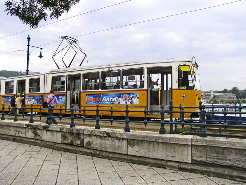 26-Riverside Tram along the Belgrad Rakpart