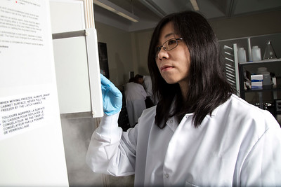 Dr. Yanna Liang in CEAS Lab