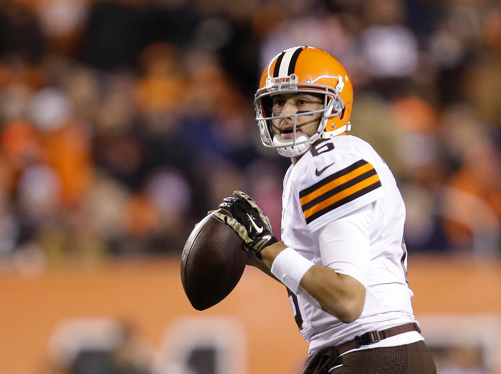 . Cleveland Browns quarterback Brian Hoyer looks to pass during the first half of an NFL football game against the Cincinnati Bengals on Thursday, Nov. 6, 2014, in Cincinnati. (AP Photo/AJ Mast)
