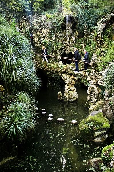 """Další jezírko se systémem lávek, vodopádů a také jeskyní. Tohle se skutečně jmenuje """"Vodopádové jezírko""""."""