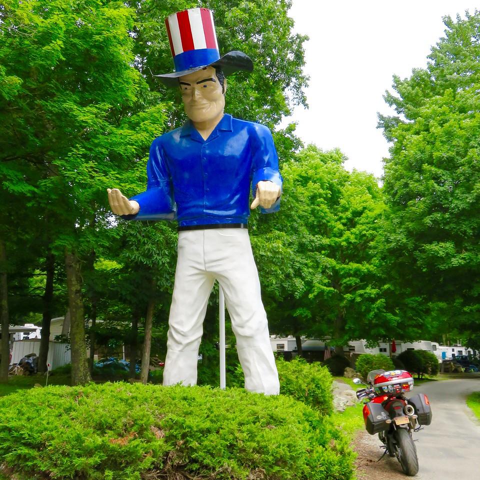 muffler men royalty - red white and blue rockwood pennsylvania muffler man