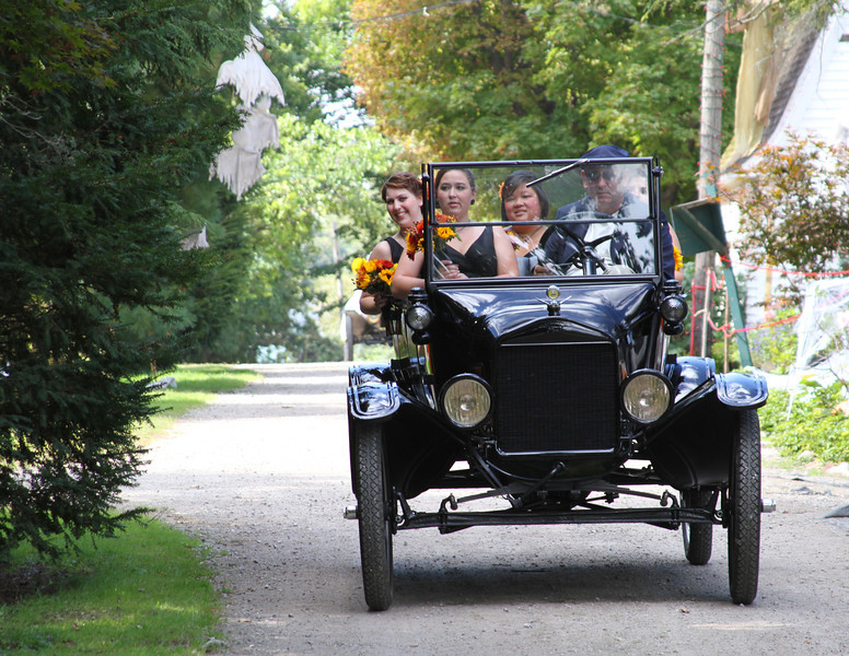 Arriving at the Wedding (41).JPG