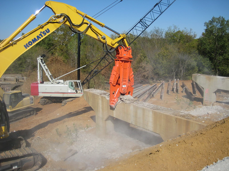 NPK M38G concrete pulverizer on Komatsu excavator-concrete recycling (15).jpg