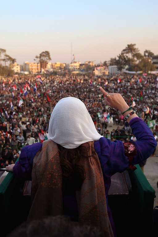 . RAWALPINDI, PAKISTAN - DECEMBER 27: Former Pakistani Prime Minister Benazir Bhutto addresses supporters at a campaign rally minutes before being assassinated in a bomb attack on December 27, 2007 in Rawalpindi, Pakistan.  (Photo by John Moore/Getty Images)