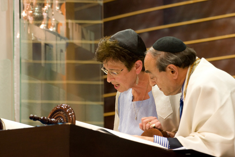 Susan Levine reads from the new Torah -- Siyum HaTorah -- Beth El's Project 613: Writing a Torah