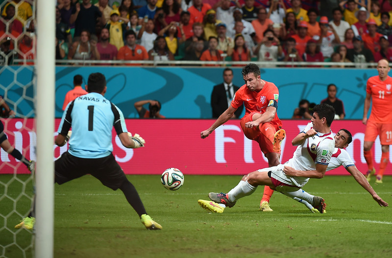 . Netherlands\' forward Robin van Persie (C) kicks the ball in front of Costa Rica\'s goalkeeper Keylor Navas (L) during a quarter-final football match between Netherlands and Costa Rica at the Fonte Nova Arena in Salvador during the 2014 FIFA World Cup on July 5, 2014.  (DAMIEN MEYER/AFP/Getty Images)