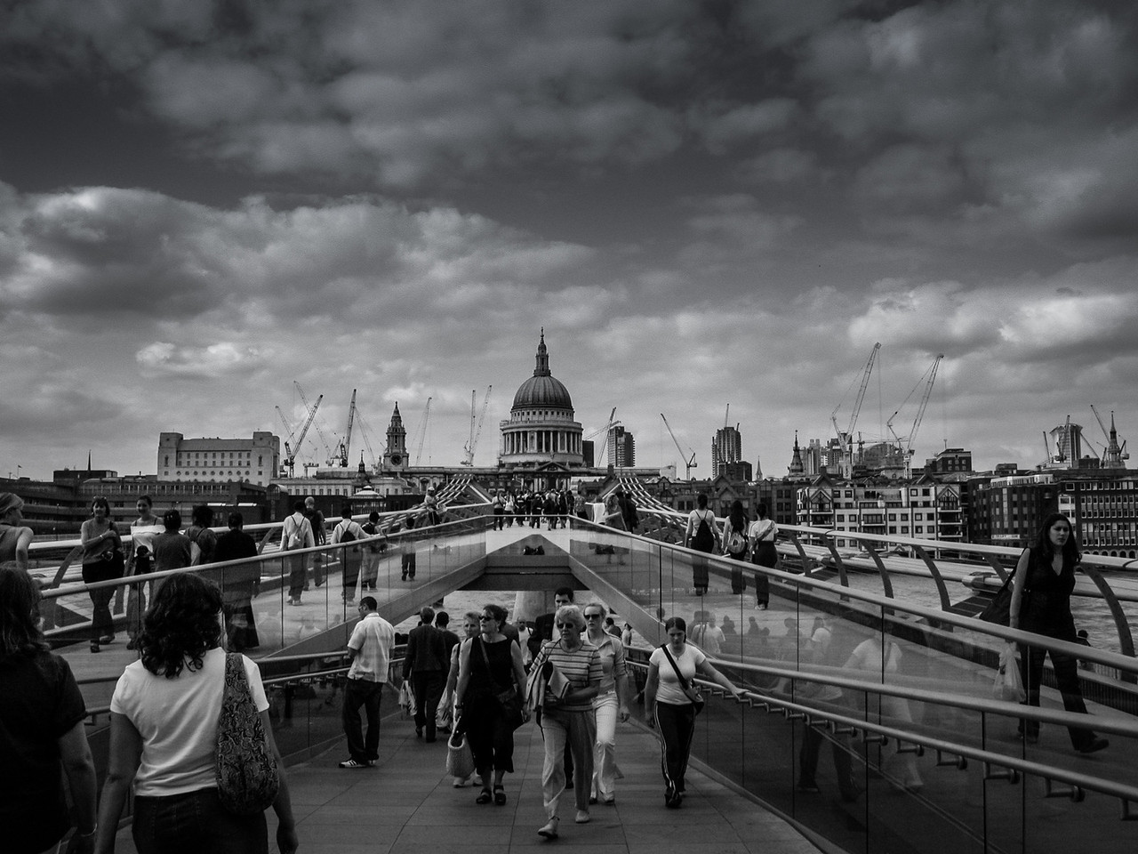 London, England<br /> Millenium Bridge.