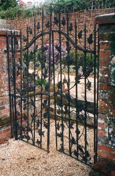 Alresford gates 2.jpg