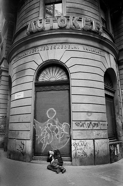 BUM_ON_GROUND_BUDAPEST.jpg