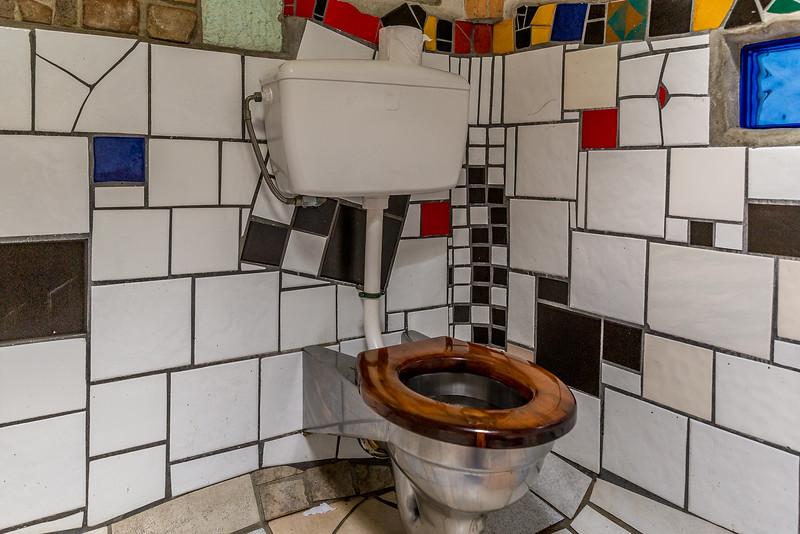 Toiletten fotografiere ich normalerweise nicht, bei Hundertwasser mache ich eine Ausnahme