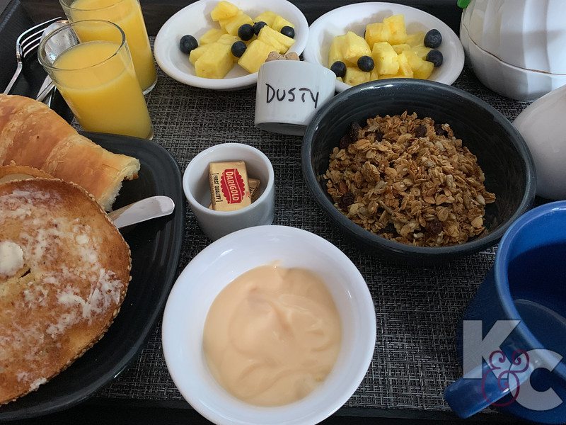 The Vagabond House - Breakfast for us AND Dusty