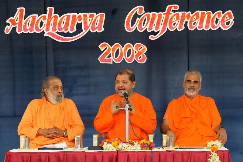Guruji addressing the audience in his inaugural speech at Chinmaya Mission's Aacharya Conference, July 2008 held at Chinmaya Vibhooti Vision Centre, Kolwan (near Lonavala/Pune), Maharashtra, India.
