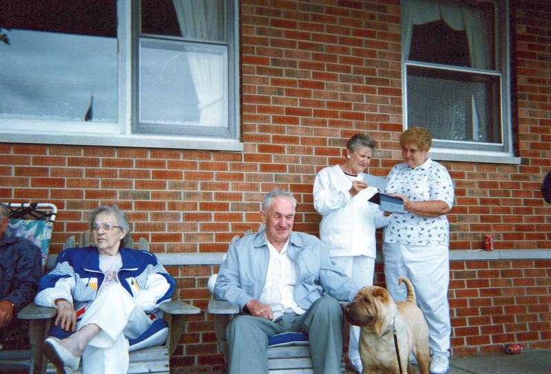 1997 Guyla, Hector, Marian, Nelda and George the dog.jpeg