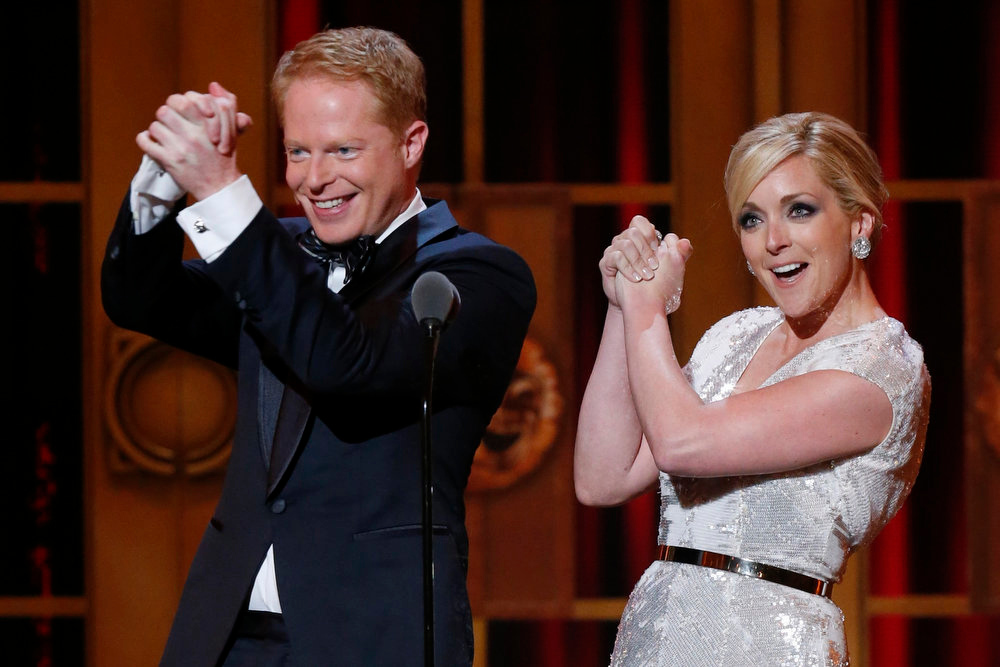 . Actors Jesse Tyler Ferguson and Jane Krakowski gesture on stage before presenting the American Theater Wing\'s Lifetime Achievement Award during the American Theatre Wing\'s annual Tony Awards in New York June 9, 2013. REUTERS/Lucas Jackson