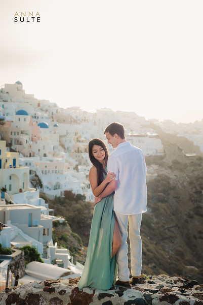 Santorini-Oia-proposal-engagement-shoot-Best-photographer-Anna-Sulte.jpg