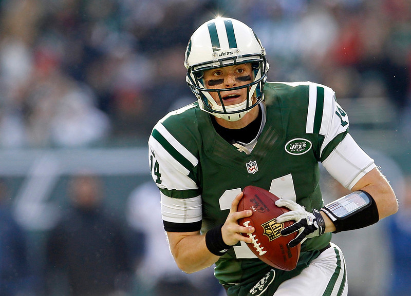 . New York Jets quarterback Greg McElroy scrambles against the San Diego Chargers during the first quarter of their NFL football game in East Rutherford, New Jersey December 23, 2012.    REUTERS/Adam Hunger