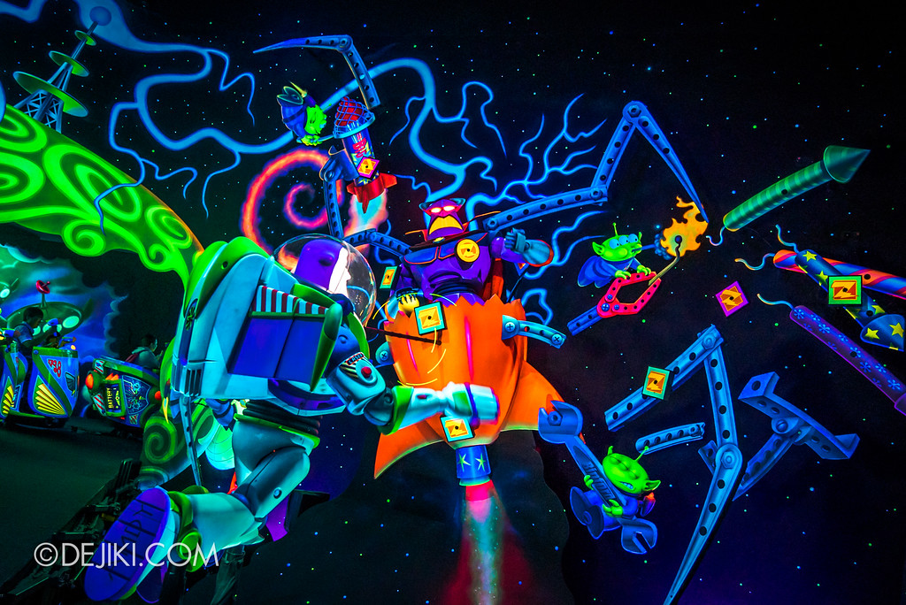 Hong Kong Disneyland Buzz Lightyear Astro Blasters Last Mission - Final Battle between Buzz Lightyear and Emperor Zurg closeup
