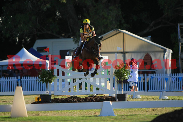 2016 12 10 Eventing in the Park Grand Prix 25 Natalie Hibbert Two Chances