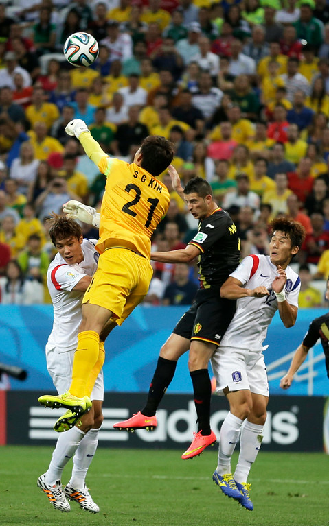 . South Korea\'s goalkeeper Kim Seung-gyu, second from left, punches the ball away while facing a challenge from Belgium\'s Kevin Mirallas, second from right, during the group H World Cup soccer match between South Korea and Belgium at the Itaquerao Stadium in Sao Paulo, Brazil, Thursday, June 26, 2014. (AP Photo/Lee Jin-man)