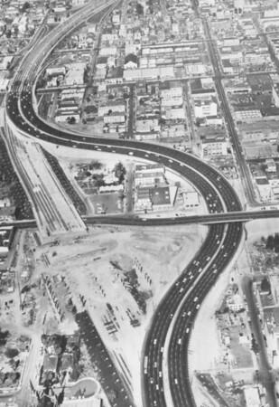 1959-LAfreewayAnAppreciativeEssay122_FWYconstsruction.jpg