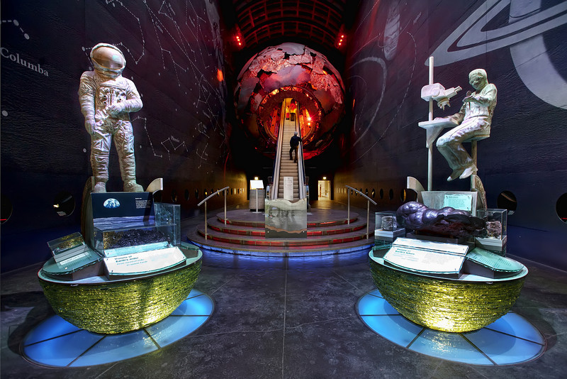 Natural-history-museum-planet-entrance-london.jpg