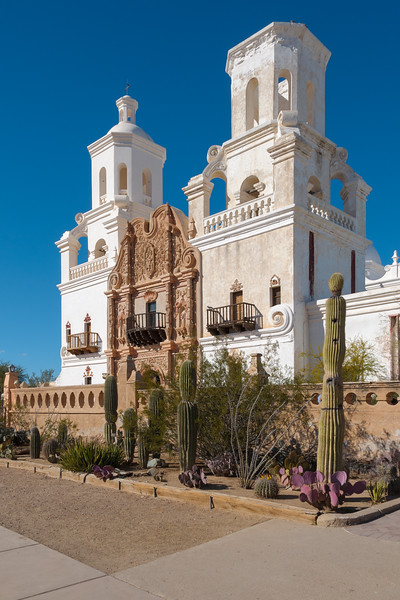 Arizona-Tucson-Mission-San-Xavier-del-Bac.jpg