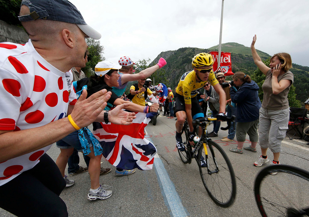 . Race leader yellow jersey holder Team Sky rider Christopher Froome of Britain climbs the Alpe d\'Huez mountain during the 172.5km eighteenth stage of the centenary Tour de France cycling race from Gap to l\'Alpe d\'Huez, in the French Alps, July 18, 2013.         REUTERS/Eric Gaillard