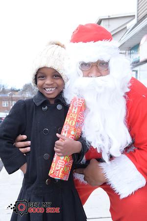 Meet Santa and his little helpers Southside Stylez 753 Lyons ave Irvington ave NjFREE TOYS ~ HAIRCUTS ~ STYLES ~ FOOD & MUSIC @southsidestylez_barber1 @southsidestylez_ @ebe_abu @ebe_mal @getmygoodside @seanjohn_nj @hroyalfamily — with Khalif Hair.