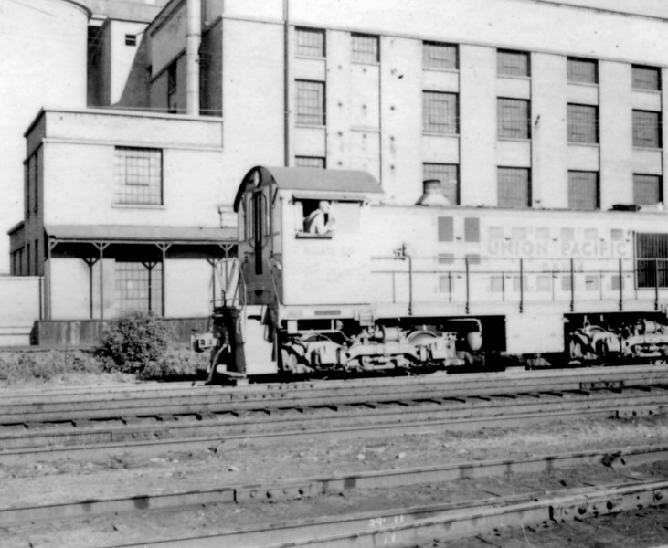 UP Alco S-2 no. D.S.1144. A UP Alco swiching works the west side of the Sperry Flour mill. (Bob Smith Photo)