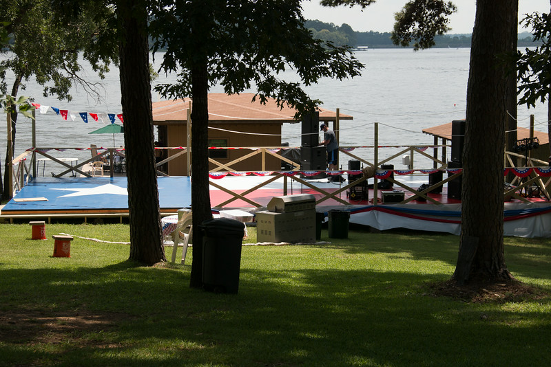 setting up for July 4th party at the lake
