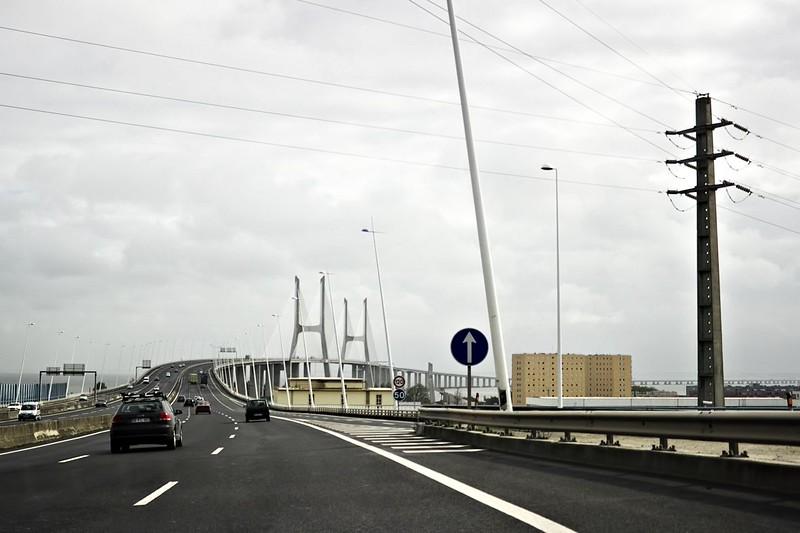 Oficiální délka mostu je 17 kilometrů a 185 metrů, ovšem to je včetně příjezdových cest