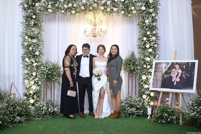 Vy-Cuong-wedding-instant-print-photo-booth-in-Bien-Hoa-Chup-hinh-lay-lien-Tiec-cuoi-tai-Bien-Hoa-WefieBox-Photobooth-Vietnam-115.jpg