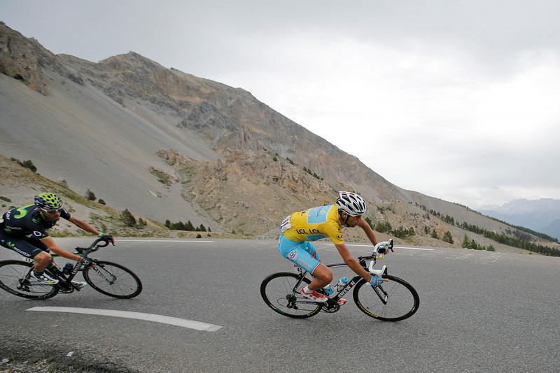 . Italy\'s Vincenzo Nibali, wearing the overall leader\'s yellow jersey, and Spain\'s Alejandro Valverde, left, speed down Izoard pass during the fourteenth stage of the Tour de France cycling race over 177 kilometers (110 miles) with start in Grenoble and finish in Risoul, France, Saturday, July 19, 2014. (AP Photo/Christophe Ena)