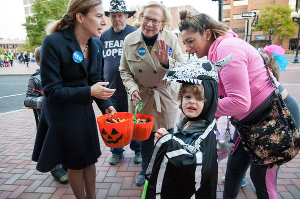 10/31/18 Wesley Bunnell | Staff Democratic candidate for Lt. Governor Susan Bysiewicz, and State Senator Terry Gerratana pass out candy to Mason Wollschlager, age 4, and his mother Brittany Vargas , R, during New Britain's annual Halloween Safe Zone event on Halloween night.