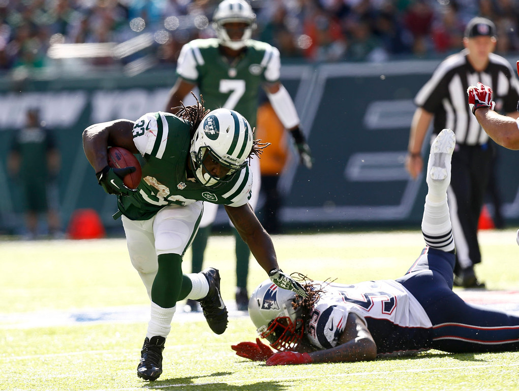 . Chris Ivory #33 of the New York Jets runs from Brandon Spikes #55 of the New England Patriots during their game at MetLife Stadium on October 20, 2013 in East Rutherford, New Jersey.  (Photo by Jeff Zelevansky/Getty Images)