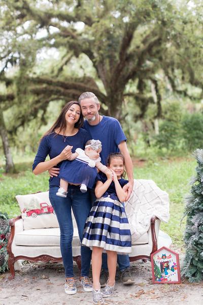 Holiday Minis- Scarth Family-29.jpg