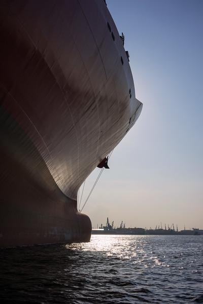 Containerschiff an der Pier leer im Hamburger Hafen