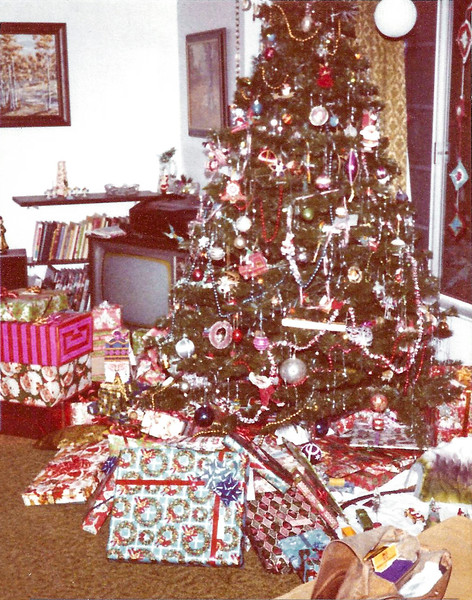 1980 tree and gifts