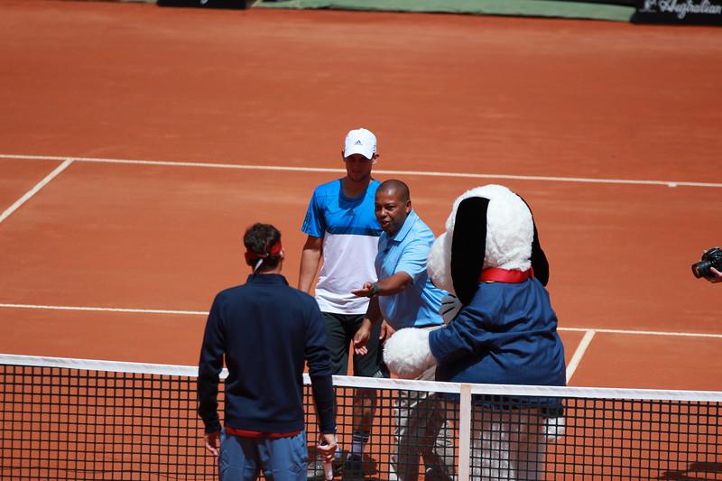 Roger Federer vs Dominic Thiem plus snoopy