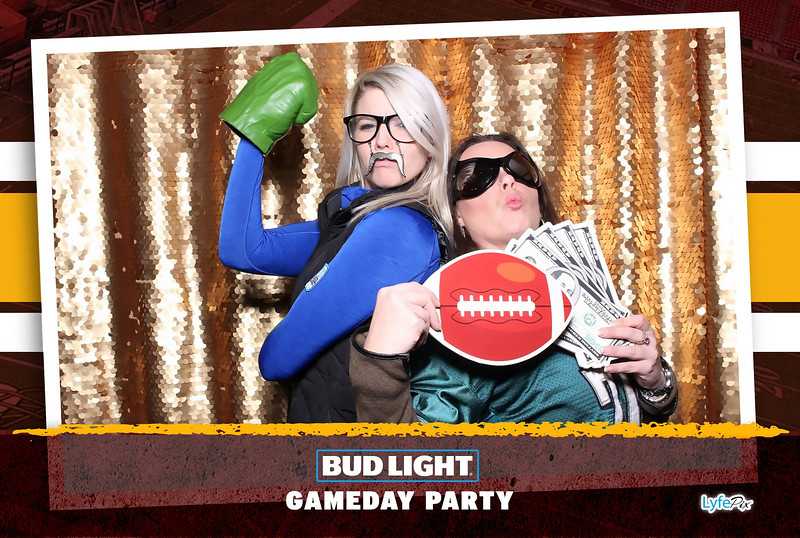 washington-redskins-philadelphia-eagles-football-bud-light-photobooth-20181203-215614.jpg