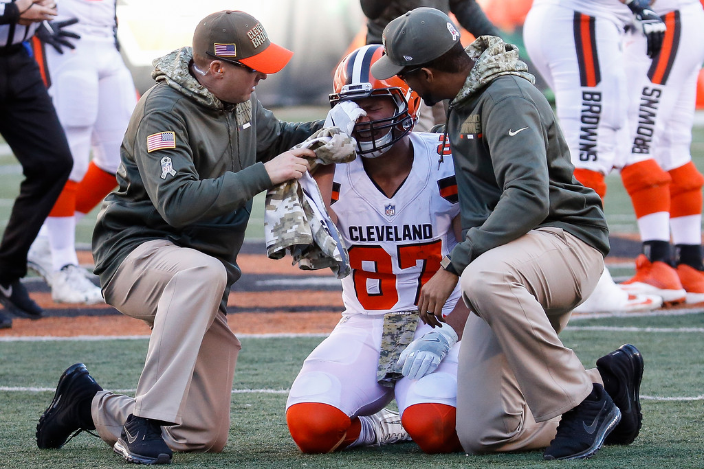 . Cleveland Browns tight end Seth DeValve (87) winces in pain in the second half of an NFL football game against the Cincinnati Bengals, Sunday, Nov. 26, 2017, in Cincinnati. (AP Photo/Frank Victores)