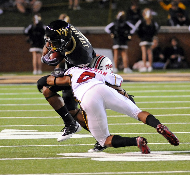 J Williams tackled by A Wiseman.jpg