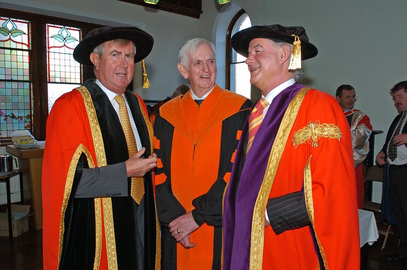 Provision 261006Chairman Redmond O'Donoghue, Prof. M Kelly (whose son Paul Kelly was being conferred with a Doctorate) and Prof. Kieran Byrne (Director of WIT) pictured before WIT's graduation ceremonies on Thursday 26th October.PIC Bernie Keating/Provision