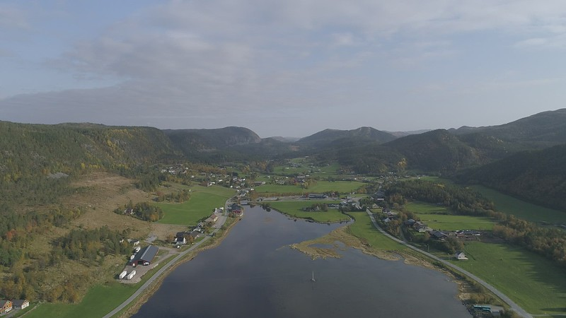 2020-09-29 DJI_0005x Sørfjorden forward pitch down.MOV