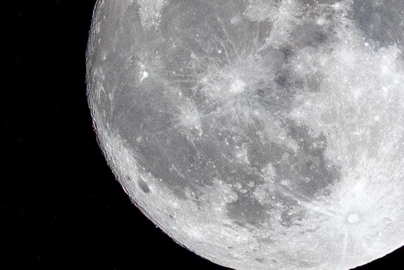 moon 181023204044 5967.jpg