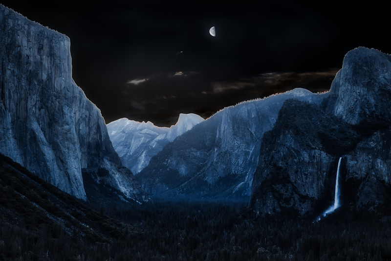Half Moon over Half Dome Aurora 100_.jpg